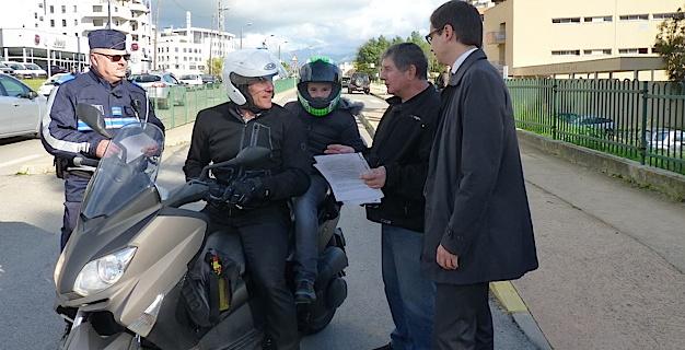 A compter du dimanche 20 novembre les gants (homologués) obligatoires pour motos et scooters