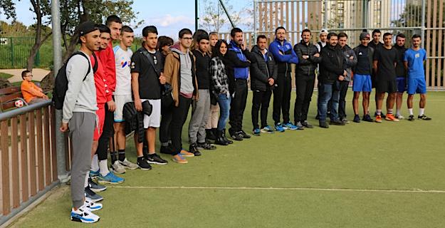 Jean-Louis Leca avec les jeunes footballeurs