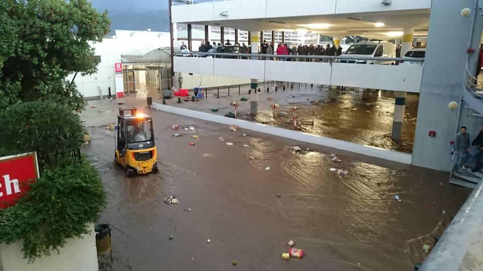 Prés de 200 personnes ont du être prises en charge dans la zone commerciale de Furiani après une mise en sécurité dans des locaux. (Photo Rita Christelle)