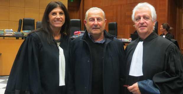 Jacques Costa entouré de ses deux avocats, Me Doris Toussaint et Me Gilles Antomarchi.