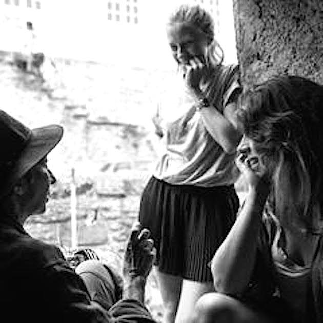 Laura (débout) et Lulina avec Natalina Figarella
