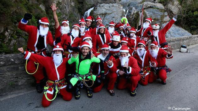 San Nicolao : Plus d'une vingtaine de Pères Noël dans le canyon du Buccatoggio