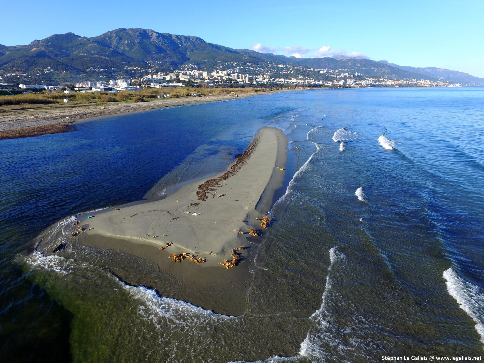 Un ilot de sable s'est formé au large de l'étang Chiurlinu