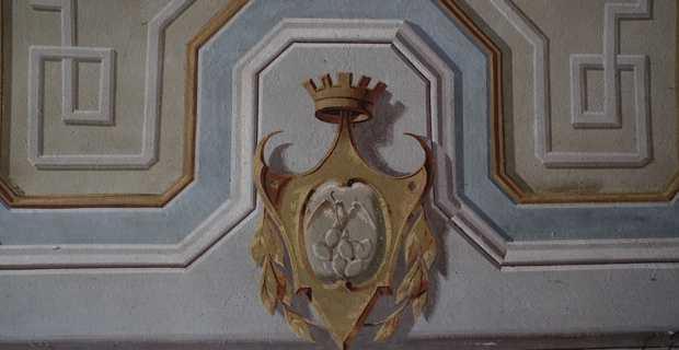 Blason de Porto-Rico sur un mur du vestibule.