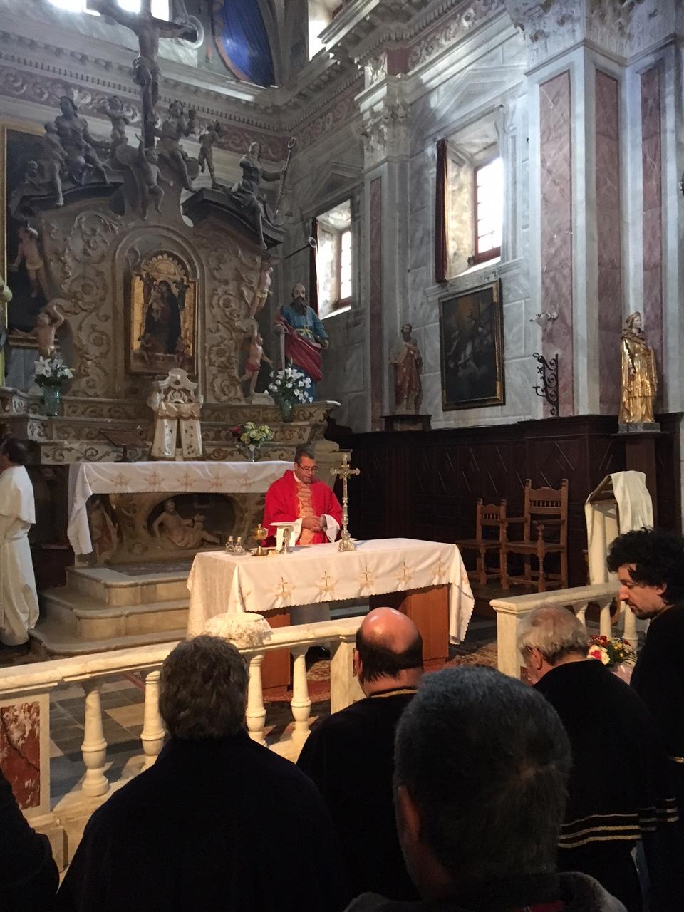 Dans la magnifique église de style baroque Saint Pierre et Saint Paul, le père Bocchecciampe a rendu hommage à Santa Divota.