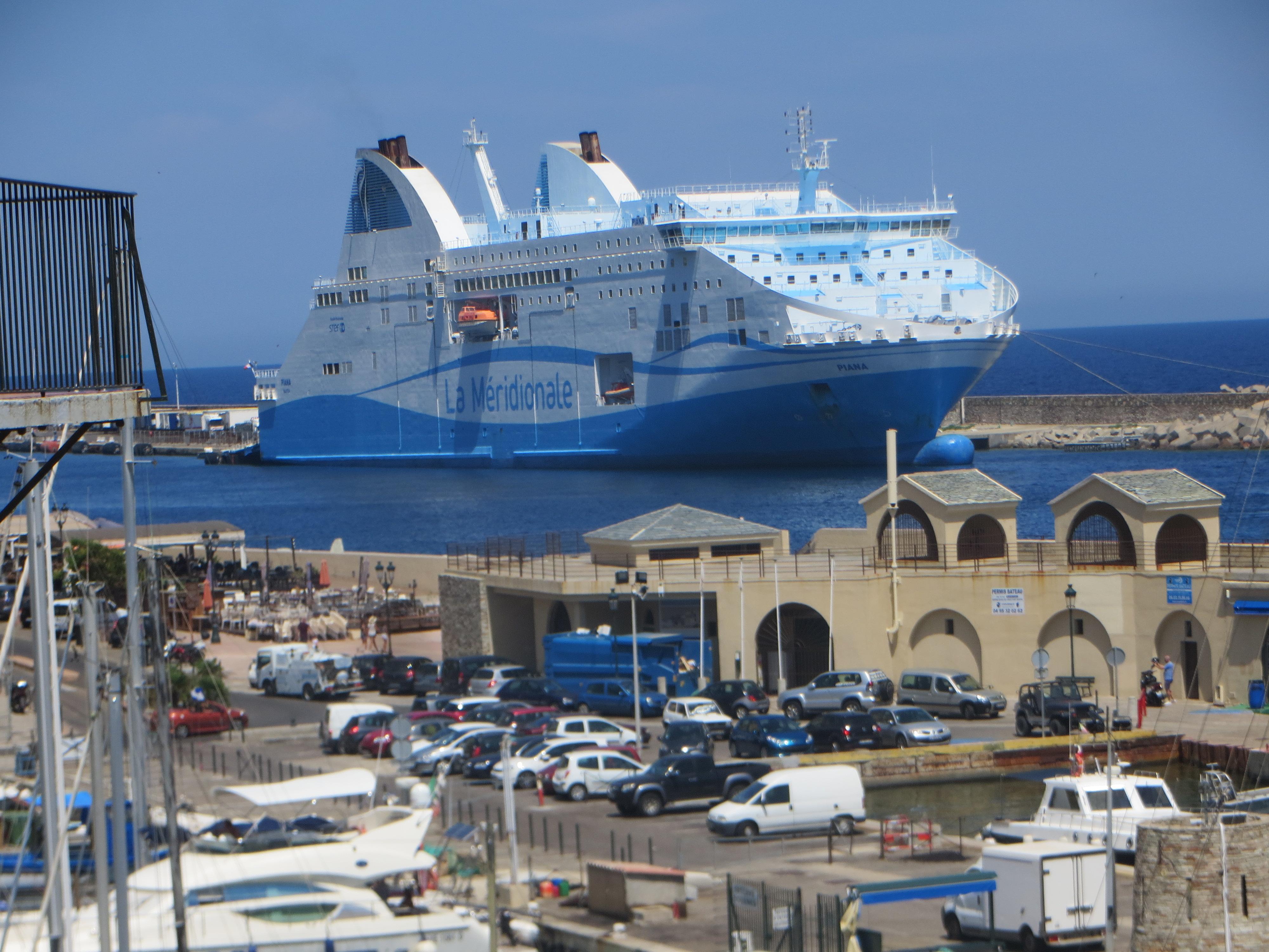 Sur le port de Bastia.