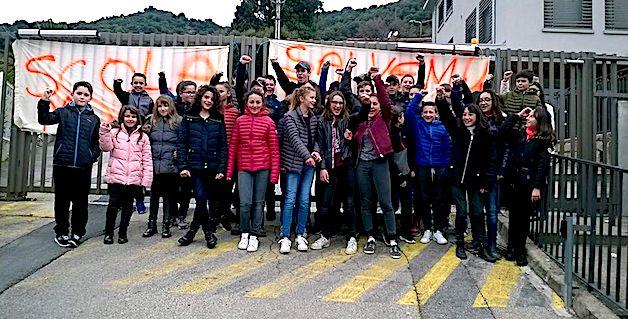 Vico, Sartene, Bastia : La contestation des enseignants et des parents d'élèves