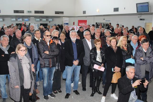 Plus de 200 personnes à l'aéroport de Calvi pour s'opposer à la fermeture du comptoir Air France