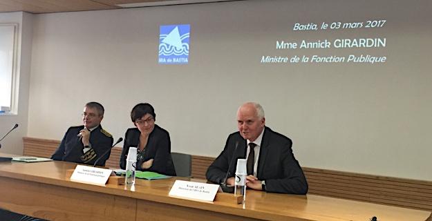 La ministre Annick Girardin entourée du préfet Alain Thirion et du directeur de l'IRA de Bastia, Yvon Alain.
