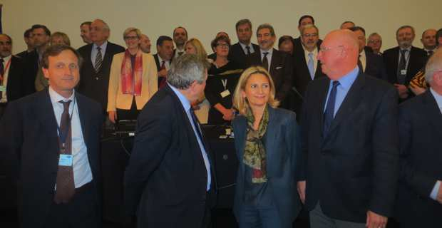 Nanette Maupertuis, conseillère exécutive en charge des affaires européennes, présidente de l'Agence du tourisme (ATC) et membre du Comité européen des régions, entourée de ses collègues européens, à Varsovie, le 2 mars dernier.