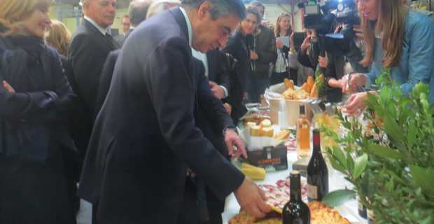 Pause déjeuner avec les chefs d'entreprise et les agriculteurs à San Giuliano.