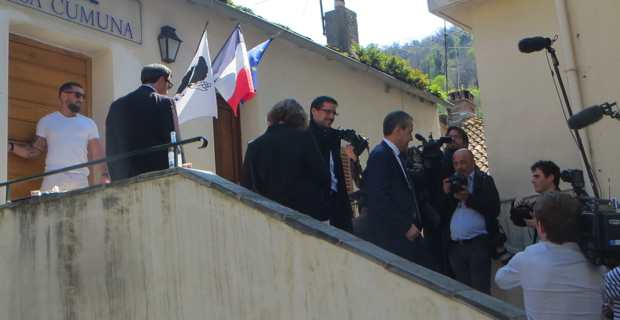 Petr'Anto Tomasi et Jean-Guy Talamoni à Vescovato.