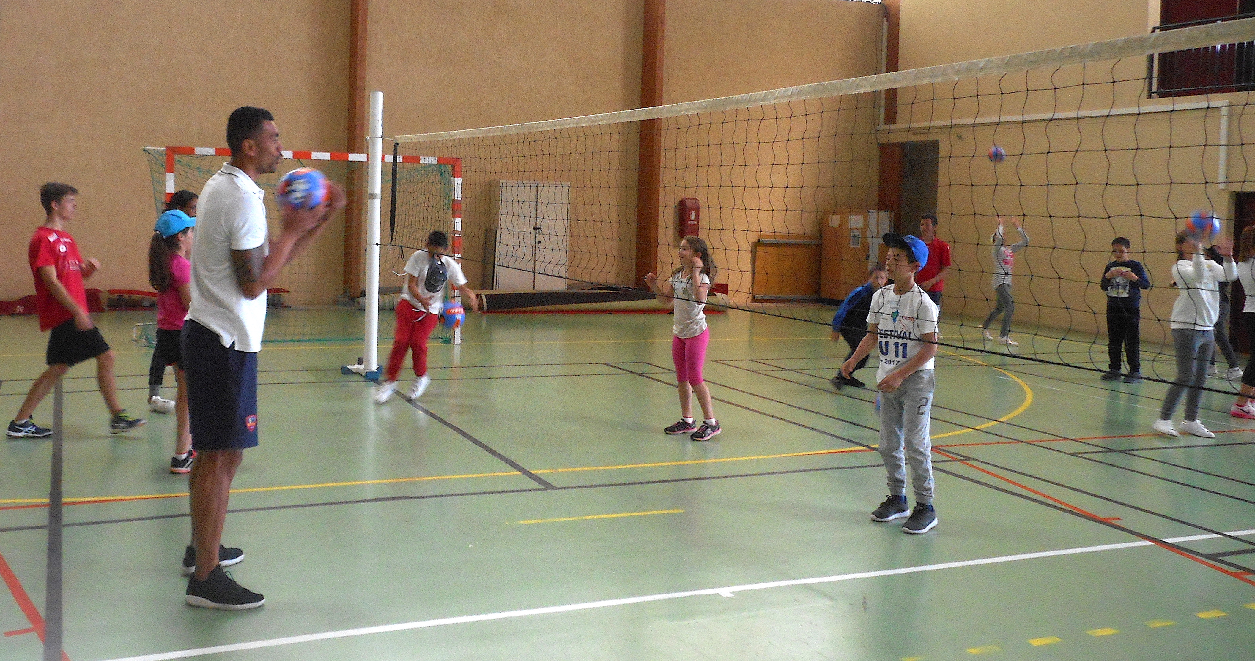 Journée de l'USEP à Ajaccio : 180 scolaires s'initient au volley-ball