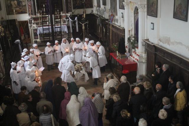 Cérémonie di a schjudazione ce vendredi saint à Monticellu