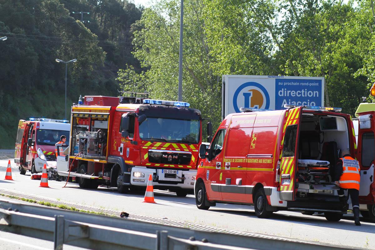 """Moyens de secours engagés sur l'accident du """"Clos Capitoro"""" ce samedi. (Photo © Marcu-Antone COSTA)"""