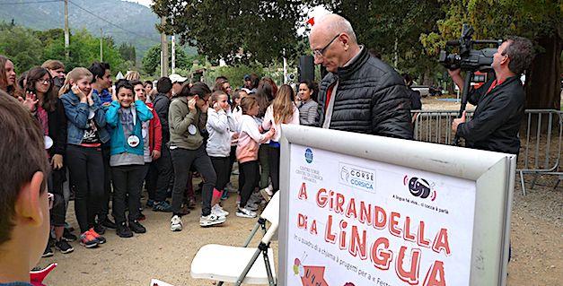 Antoine Ferracci, président de A Rinascita, donne le coup d'envoi de A Girandella