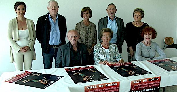L'équipe du Festival autour de Anne-Marie Natali, maire de Borgo