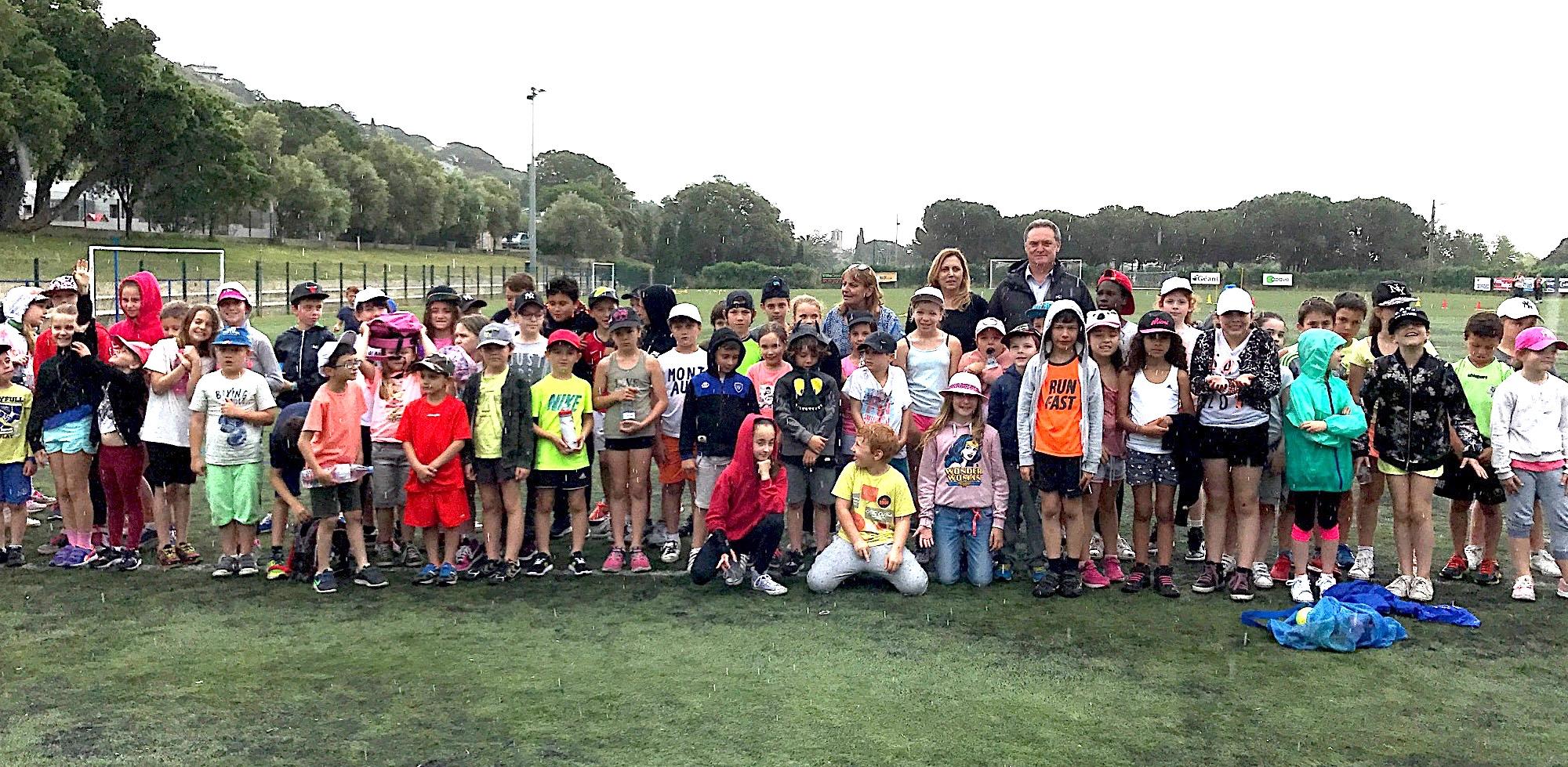 Le maire de Santa Maria di Lota est venu saluer les efforts des élèves