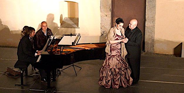 La soprano bastiaise Maryline Leonetti et le ténor génois Gianni Mongiardino, accompagnés au piano par François Colin