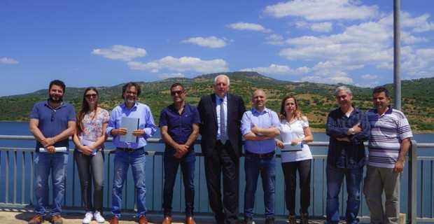 Le président Saveriu Luciani, Camille Ceccaldi et Stephane Mendez, ingénieurs OEHC, et les représentants d'ENAS.