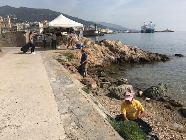 Bastia : Opération nettoyage du Vieux-Port