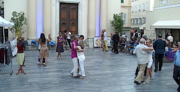 Bastia : Le tango descend dans la rue…