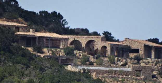 Les villas de Pierre Feracci sur la baie de Rondinara. Photo U Levante.