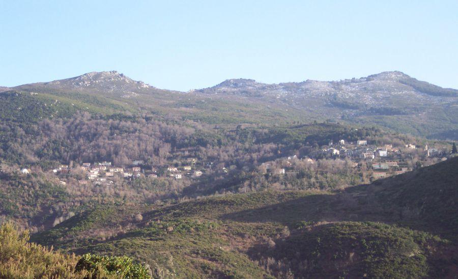 Vista generale di Rutali i monti di u Serrale, i Tufoni, Evuli à 1152 metri