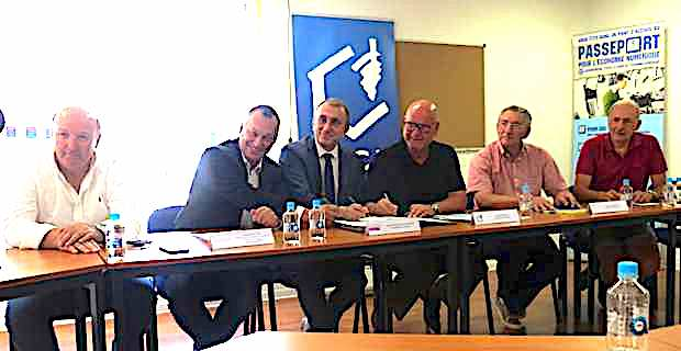Jean-Christophe Angelini, président de l'ADEC, entouré des présidents des Chambres consulaires, Paul Marcaggi, Jean Dominici et Don François Nicolaï, et du représentant de la CMAC, Jean Grimaldi.