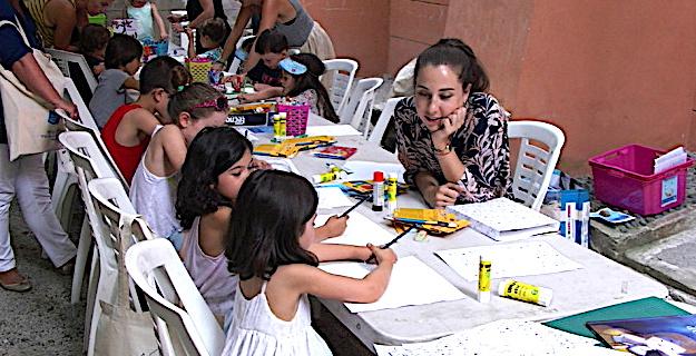 Violaine Costa et ses petits illustrateurs