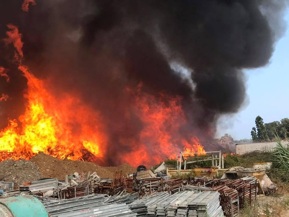 Le feu a été particulièrement virulent (Photo Philippe Tardy)