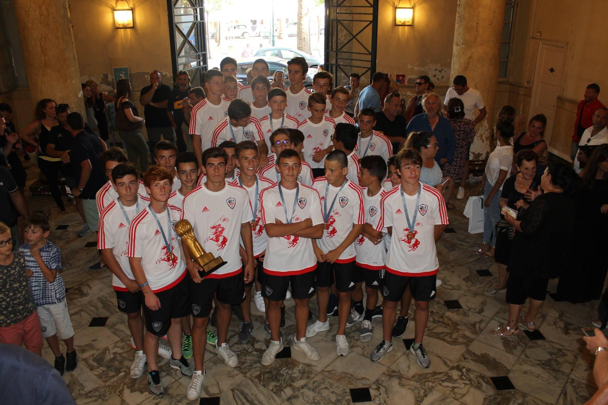 Les jeunes footballeursU15 de l'ACA, champions du monde, honorés par Laurent Marcangeli et l'Assemblée de Corse