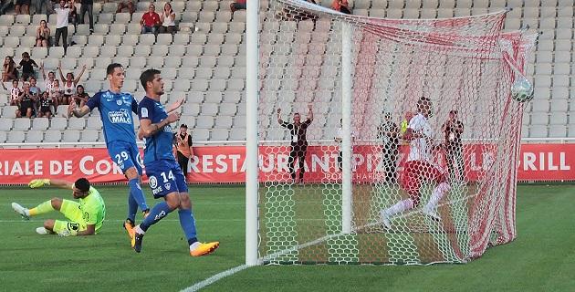 Football : L'ACA s'offre une premièrevictoire face à Brest