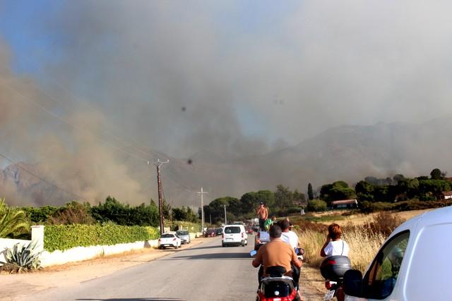 Incendie à Calenzana : Le hameau de Suare sérieusement menacé, routes bloquées, habitants évacués