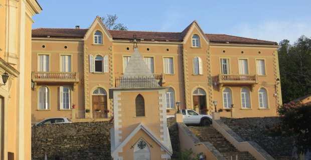 La place du village de Campile où a été installé le hotspot très haut débit.