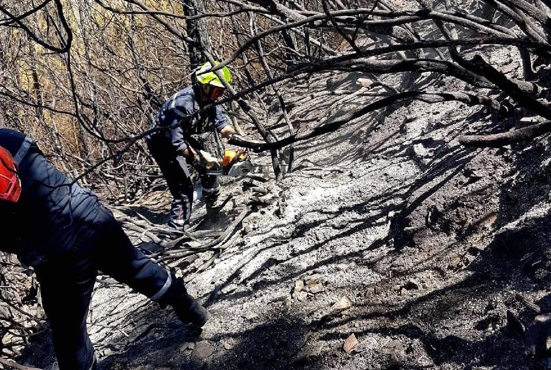 """Le contre la montre des pompiers : """"Sécuriser"""" avant le prochain coup de vent de fin de semaine"""