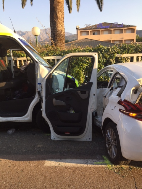 Collision  Ambulance privée - voiture à Aregno-Plage : 4 blessés
