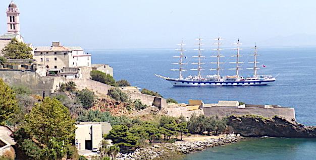 Bastia : Un voilier star dans le port de commerce