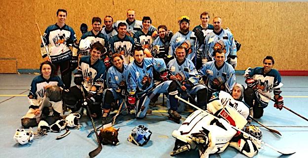 Photo d'équipe après la rencontre entre le RHCPA et les Ducks de Lyon.