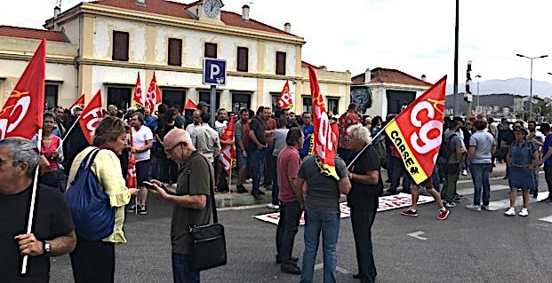 """Ajaccio:  Force Ouvrière et CGT manifestent contre la """"loi travail"""""""
