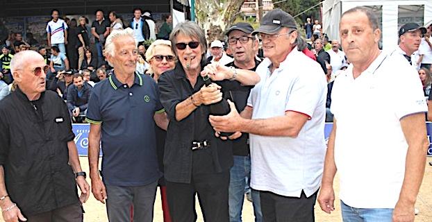 """Jacques Dutronc """"enflamme"""" le VIP du """"Paoli"""" de pétanque à Lisula"""