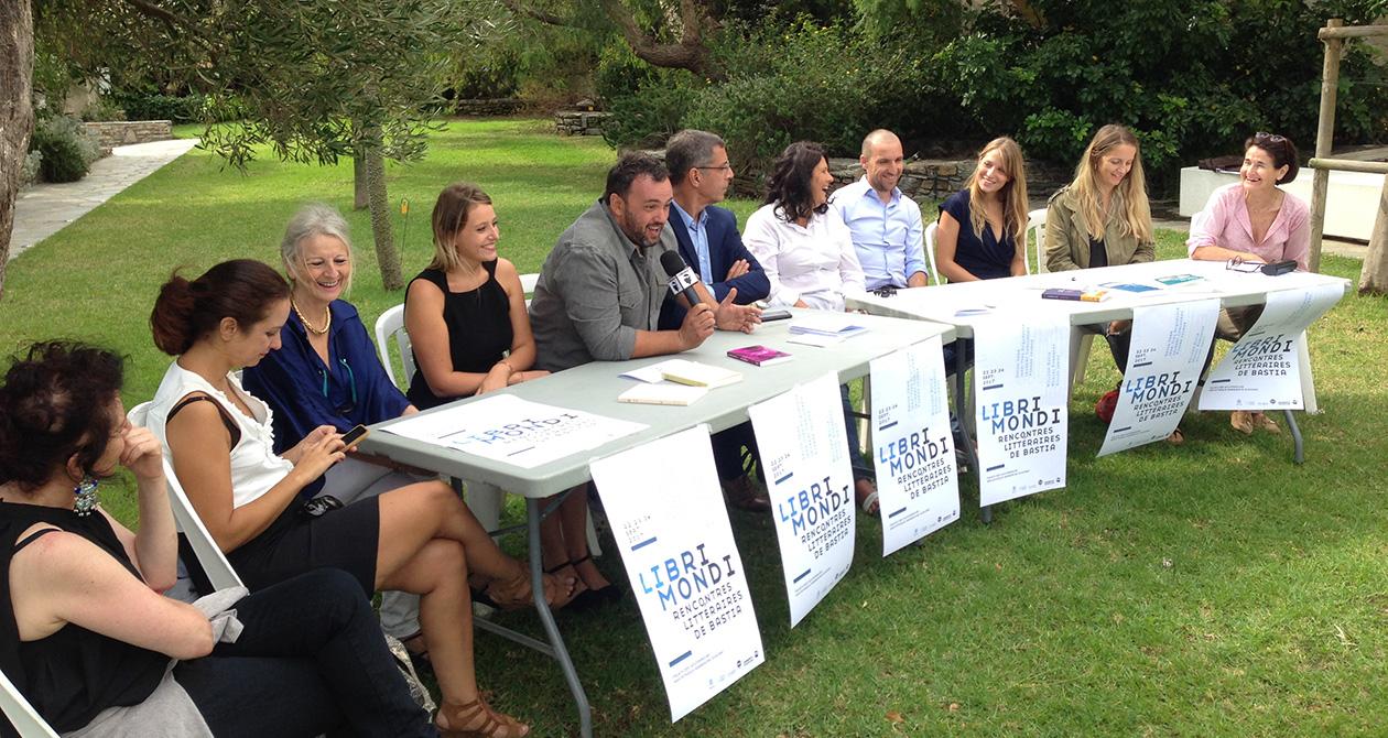 Conférence de presse de Libri Mondi dans les Jardins suspendus du Palais des Gouverneurs