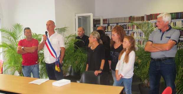 Le maire, David Brugioni, sa famille et des conseillers municipaux.