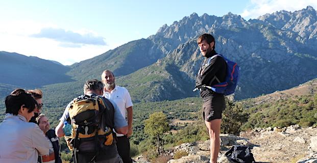 Arrivée sur le plateau à 1 000 m d'altitude environ, une vue à couper le souffle sur les aiguilles de Popolasca