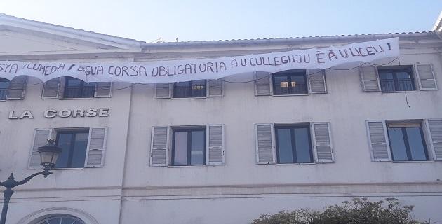 Ajaccio : Le Collectif Parlemu Corsu monte au créneau… et sur le toit du rectorat!