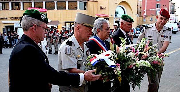 A Calvi, dépôt de gerbes et cocktail avec les anciens chefs de corps du 2e REP et les élus