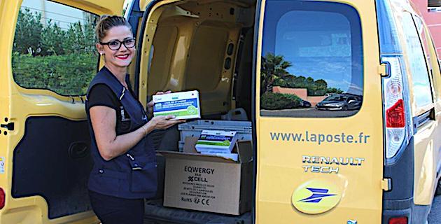 La Poste assure la remise en main propre du pack à chaque locataire et le glisse dans la boite à lettre en cas d'absence.