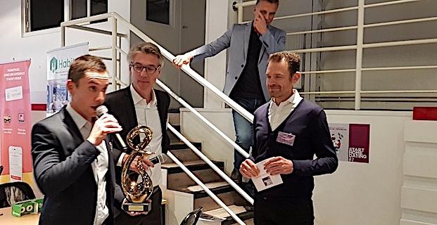 Sébastien Antoniotti récompensé par ar Olivier Burot (Président de l'institut des Promoteurs et Constructeurs) et Yannick Allain (directeur du label Maisons de Qualité)