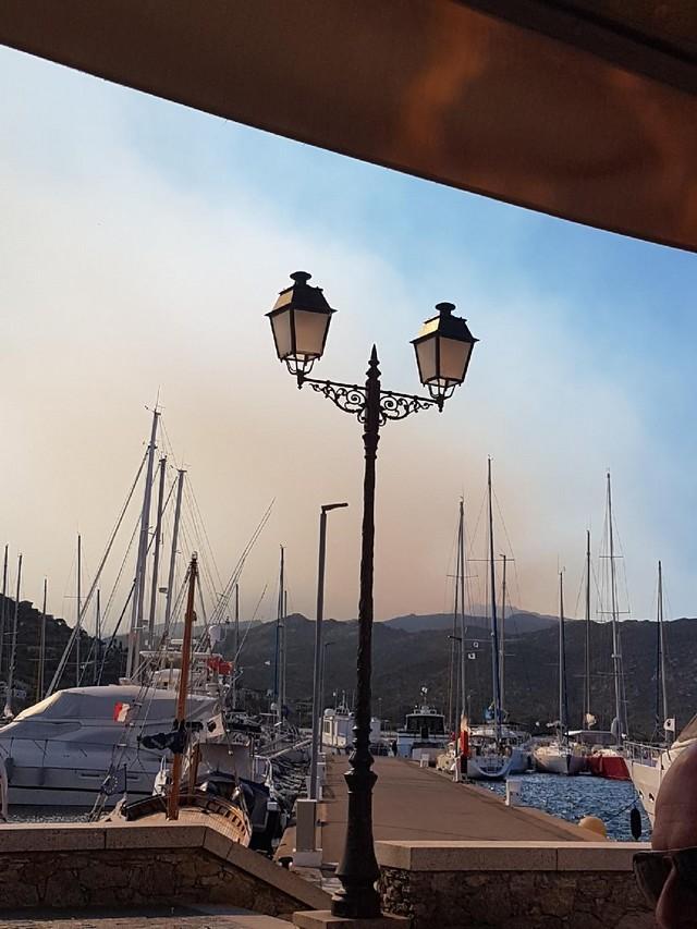 Le feu visible depuis Saint-Florent