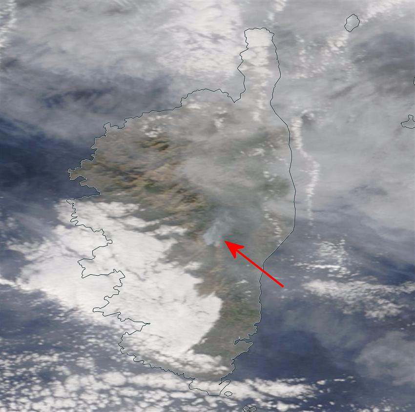 Les fumées de l'incendie de Ghisoni étaient visibles du satellite Terra ce dimanche (@KeraunosObs)